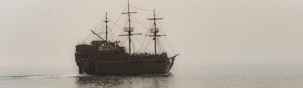 ship-4210779_1920 edit